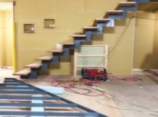 アイアンのスケルトン階段